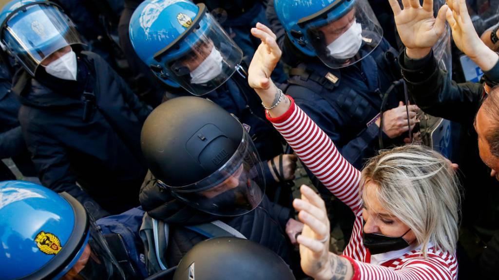 Heftige Anti-Corona-Proteste im Parlamentsviertel in Rom