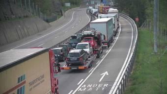 Die Situation vor dem Gotthardtunnel Fahrtrichtung Süden am Mittwochmorgen.
