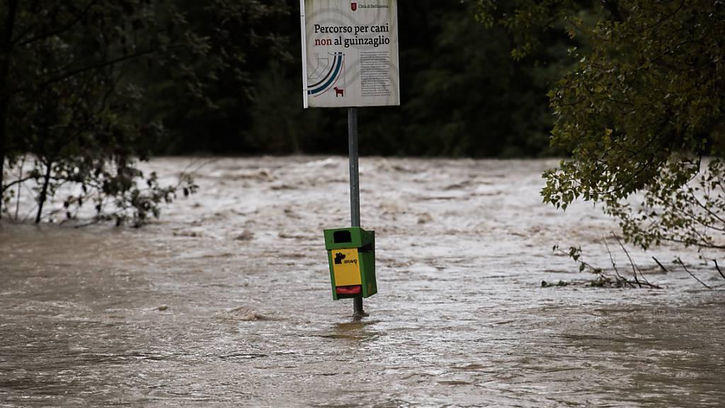 Starkniederschläge im Tessin: Der über die Ufer getretene Ticino in Bellinzona am 3. Oktober.