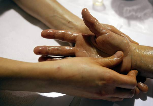 Tut Händen und Nase gut: Eine Aromatherapie zum Einreiben.