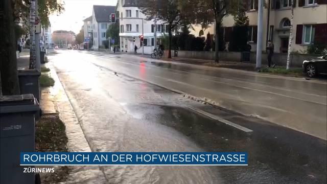 Rohrbruch schwemmt Hofwiesenstrasse