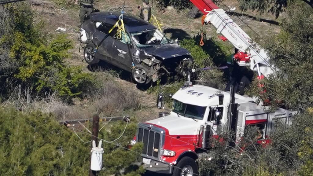 Nach dem Unfall des Golf-Stars Tiger Woods untersucht die Polizei den Datenschreiber im Auto. (Archivbild)