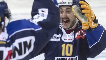 Sieg in der Overtime: Langenthals Marc Kämpf freut sich über den Sieg gegen Ajoie