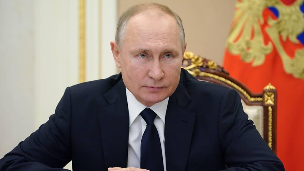 Wladimir Putin, Präsident von Russland, nimmt im Kreml an einer Sitzung per Videokonferenz teil. Foto: Alexei Druzhinin/Pool Sputnik Kremlin/AP/dpa