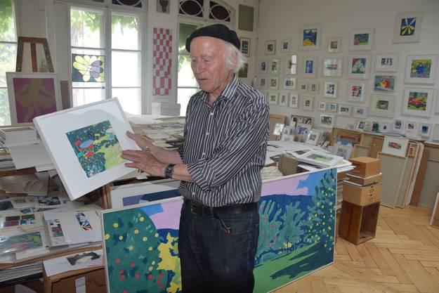 Der Künstler bereitet eine Ausstellung für den Sonntag, 25. September vor