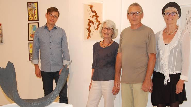 Sie stellen in der Galerie Artesol aus (v.l.): Reto Paul Grimm, Vren Attinger, François und Eliane Schneider.