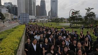 In der chinesischen Sonderverwaltungszone Hongkong haben tausende Anwälte gegen ein geplantes Auslieferungsgesetz demonstriert.