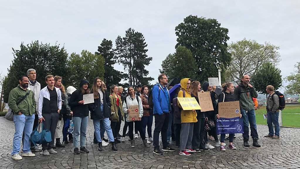 Kaum Protest an Schweizer Hochschulen gegen die Zertifikatspflicht: In Bern protestierten rund 30 Personen.