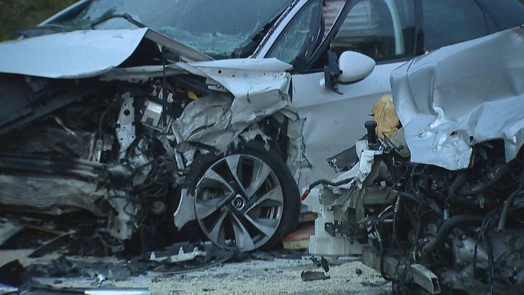 Zwei Verletzte nach Frontalkollision – Rega landet auf A53