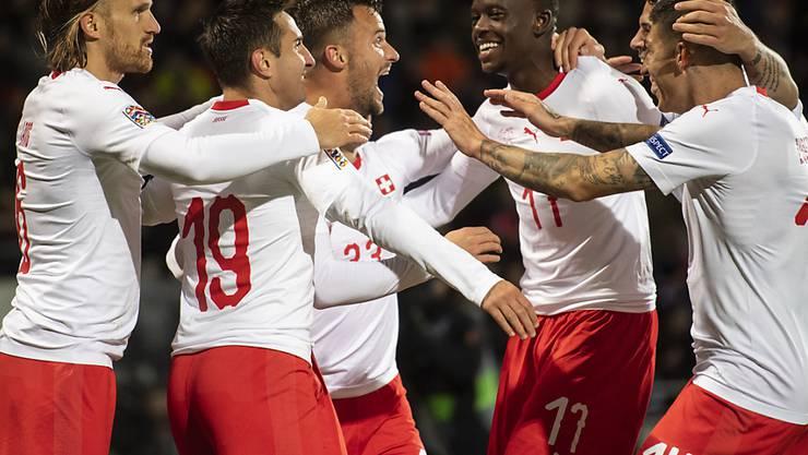 Haris Seferovic, Torschütze zum 1:0, jubelt mit seinen Teamkollegen