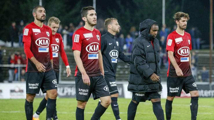 Die Spieler des FC Aarau nach der Niederlage gegen Schaffhausen.