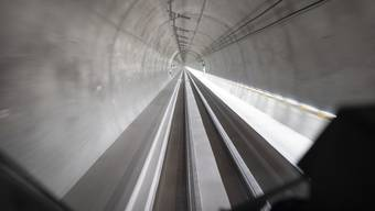 Blick aus der Führerkabine bei einer Testfahrt durch den Ceneri-Basistunnel.