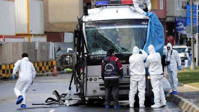 Polizisten am Ort des Anschlages in Istanbul