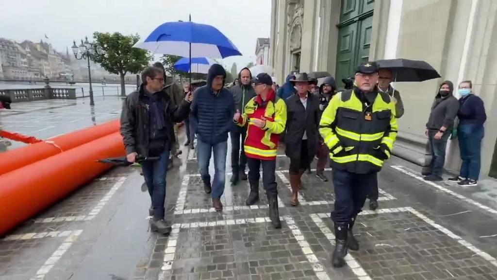 Bundespräsident Parmelin macht sich in Luzern ein Bild der Lage