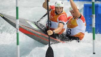Lukas Werro (links) und sein Bruder Simon misslingt der erste Qualifikationslauf im Canadier-Zweier