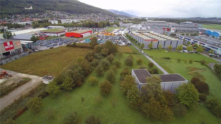 Ein Musterbeispiel: Das Grundwasserpumpwerk Moos Oensingen (vorne) – eingekesselt von Betriebsstätten.