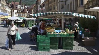 Gemüsemarkt in Neuenburg: Der Kantonshauptort gehört für Händlerinnen und Händler zu den günstigsten in der ganzen Schweiz. (Archiv)