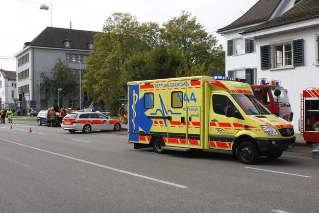 Die Lenkerin des blauen Kombis und ihr Kind verletzten sich leicht. Der Unfallfahrer wurde ins Spital gebracht.