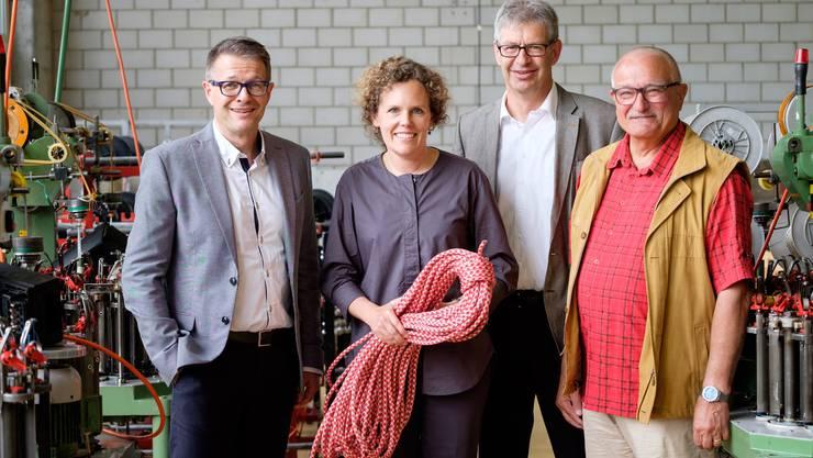 Von links nach rechts: Rolf Schmid, noch CEO Mammut AG; Christine von Arx, Leiterin Museum Burghalde; Daniel Mosimann, Stadtammann Lenzburg und Heinz Buerki, Gemeindeammann Seon.