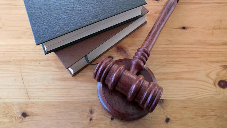 Der Gang vor Gericht bringt der Unfallfahrerin kein Glück, sondern weitere Kosten. (Symbolbild)