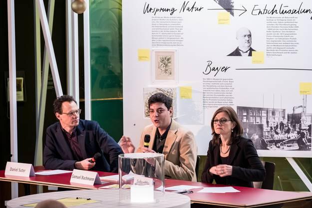 Daniel Suter, Samuel Bachmann (beide Projektleiter) und Gudrun Piller (Direktorin) bei der Präsentation der Ausstellung