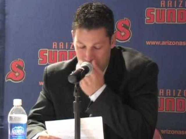Bartolone emotional im Jahr 2010: Hier tritt Chris Bartolone als Feldspieler zurück