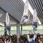 Die Trampolin-Turnerinnen und Turner des STV Möriken-Wildegg wie Kerzen in der Luft.