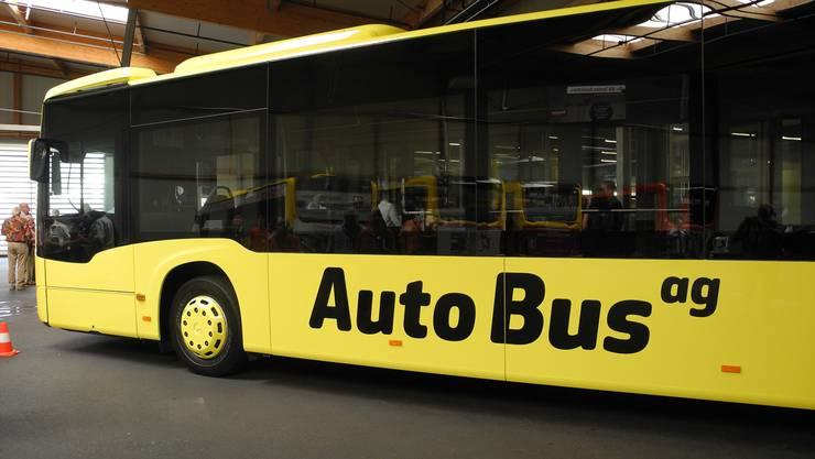Künftig fahren die AAGL-Busse zunehmend in Schwefel- statt in Postauto-Gelb. Im neuen Logo fällt das «Liestal» weg.