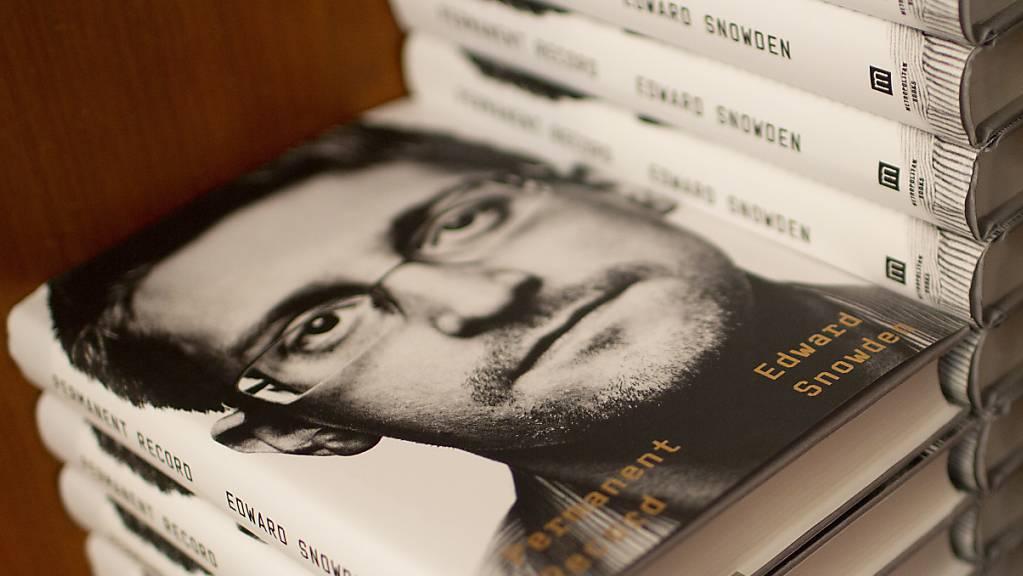 Whistleblower Edward Snowden hat wegen der Veröffentlichung seiner Memoiren eine Klage der US-Regierung am Hals.