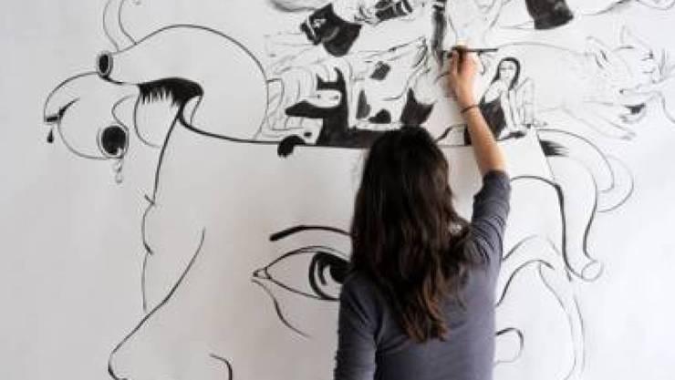 Lika Nüssli bei der Arbeit. Fünf Schweizer Städte habe ihr im Rahmen des Comix-Festivals Fumetto ein Stipendium in Höhe von 30'000 Franken zugesprochen. (z.V.g.)