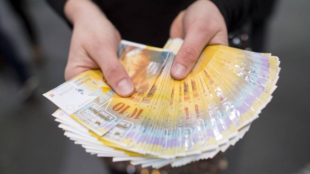 Bedingungsloses Grundeinkommen: Gratis 10er-Nötli für Pendler