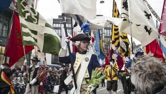 Für Männergesellschaften weht ein neuer Wind: Basler Zünfte am Sächsilüüte.