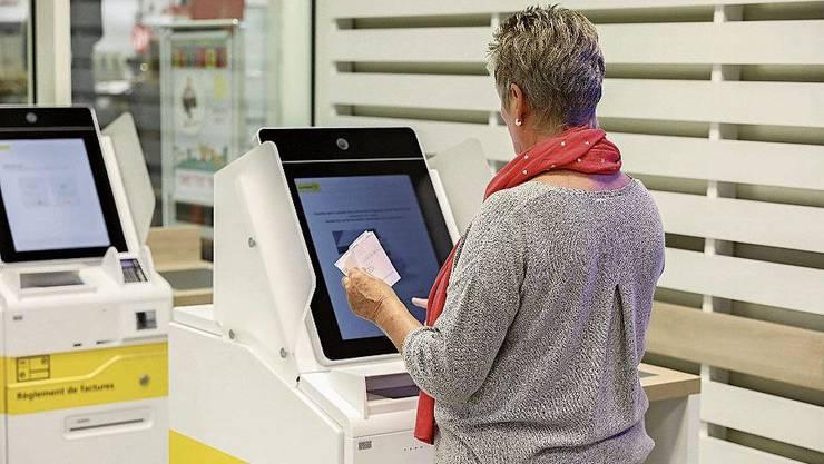 Künftig kann man Rechnungen am Automaten bezahlen.