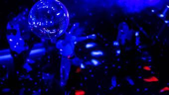 In einem Berner Club feierte am letzten Wochenende eine Person mit Corona-Symptomen. (Symbolbild)