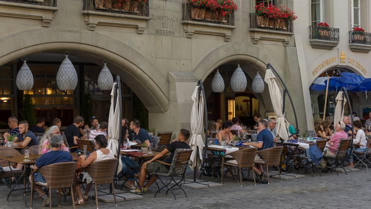 Bern: Im Perimeter Aarbergergasse, Hodlerstrasse, Schützenmatte darf freitags und samstags zwischen dem 1. Mai und dem 30. September bis um 2:00 Uhr in der Gartenwirtschaft gesessen werden. Fazit: Aare nähert sich Adria