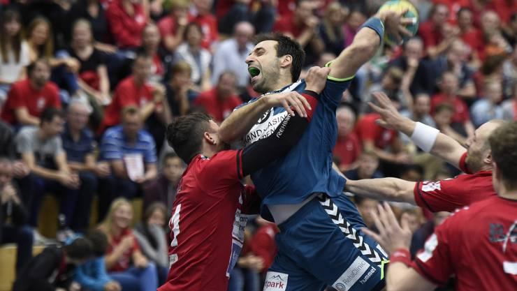 Die NLB-Handballer der HSG Siggenthal / Vom Stein Baden bekundeten Mühe mit dem Gegner.