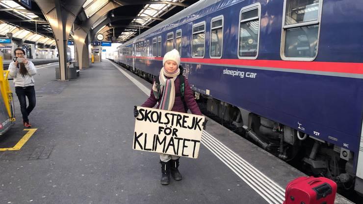 Weil Flugreisen viel CO2 ausstossen, entschied sich die schwedische Klimaaktivistin für die Anreise per Zug.