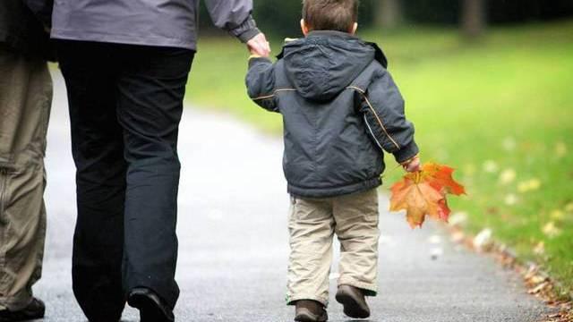 Wer in Deutschland seine Kinder selbst betreut, soll vom Staat unterstützt werden (Symbolbild)