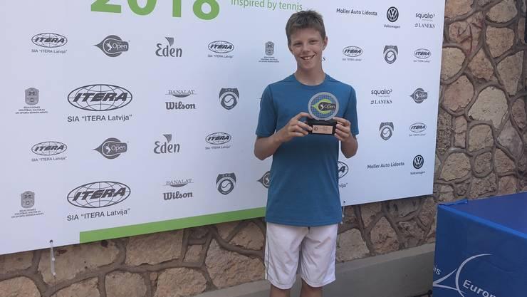 Janis Simmen gewinnt in Lettland sein erstes internationales U12-Turnier