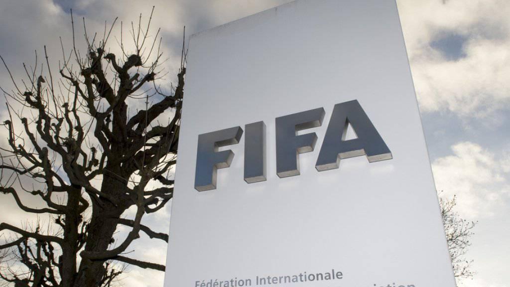 Die US-Justiz ermittelt in einem Korruptionsskandal gegen die FIFA. Nun erhalten die USA Bankkonteninformationen, mit denen mögliche illegale Geldflüsse rekonstruiert werden könnten. (Symbolbild)