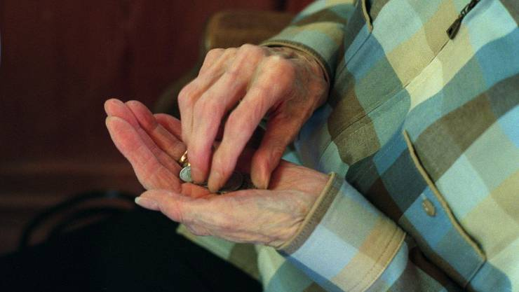 Die Trickdiebinnen gaben vor, den Seniorinnen eine goldene Halskette zu verkaufen. (Symbolbild)