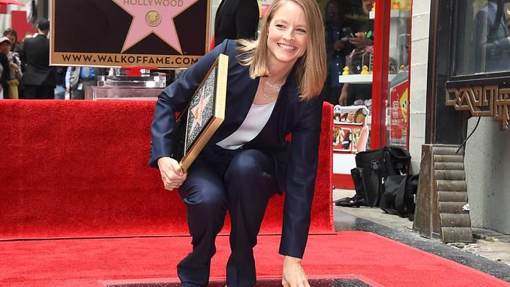 Kam schon als Kind auf dem Schulweg an den Sternen vorbei - nun ist einer mit ihrem Namen beschriftet: US-Schauspielerin Jodie Foster auf dem Walk of Fame in Hollywood.