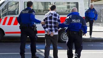 Die Polizei konnte die zwei Einbrecher fassen (Symbolbild)