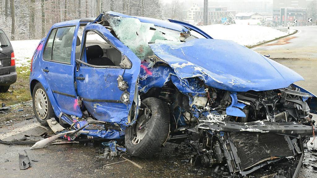 Auf der Lernfahrt: Die 33-jährige Lenkerin dieses Autos geriet in Suhr AG auf die Gegenfahrtbahn. Es kam zu einer Frontalkollision.