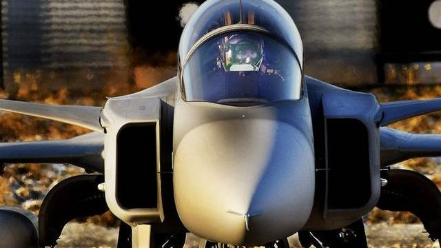 Die SIK des Nationalrates prüft Korruptionsrisiken beim Kauf der umstrittenen Gripen-Jets (Archiv)