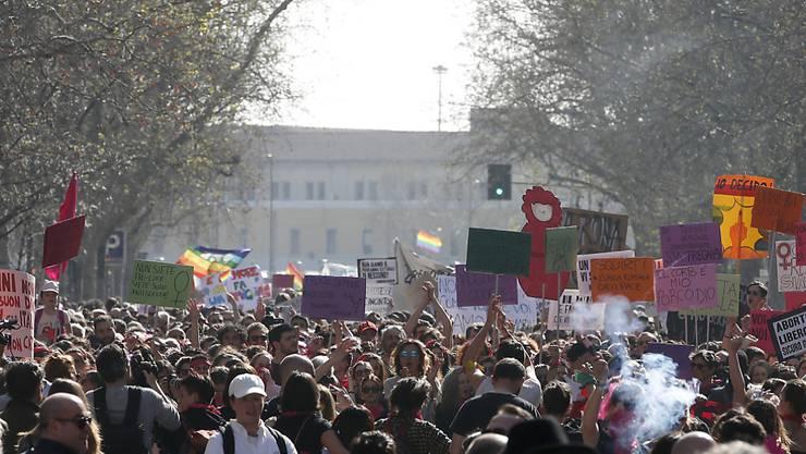 Gegner und Befürworter moderner Lebensformen gingen am Samstag in der italienischen Stadt Verona auf die Strasse.