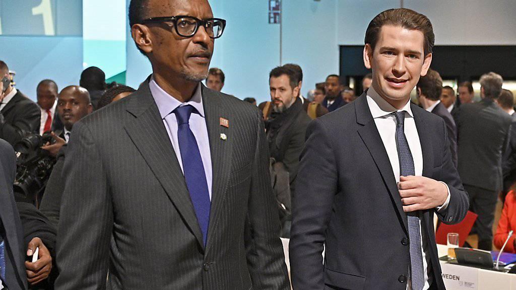 Paul Kagame, Präsident von Ruanda, und der österreichische Bundeskanzler Sebastian Kur unterwegs am EU-Afrika Forum «Taking cooperation to the digital age» in Wien.