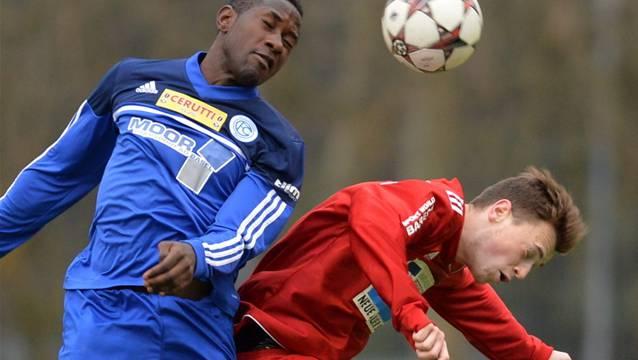 Concordias Boris Essomba gewinnt das Kopfballduell gegen Badens Adijan Keranovc.