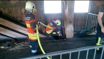 Die Feuerwehr Olten musste bereits mehrmals wegen eines Glimmbrandes auf der Holzbrücke ausrücken.
