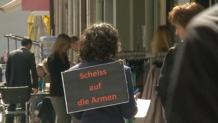 Tele M1 wiederholte die provokative Aktion aus England in der Aarauer Altstadt.